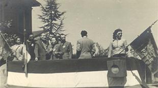 25 aprile 1951 Marcellina Oriani sta parlando in un comizio nell'anniversario della liberazione