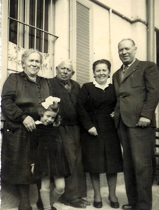 A sinistra i genitori di Marcellina, a destra Marcellina e il marito Giuseppe Chiesa, con la figlia Marinella Chiesa